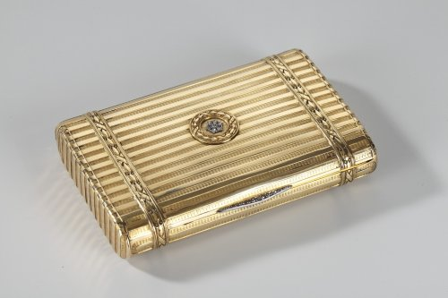 Gold case with diamonds. Henri Husson, Early 20th century. -