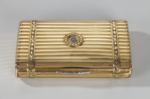 20th century - Gold case with diamonds. Henri Husson, Early 20th century.