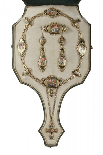 Gold and enamel parure. Restauration period. Mid 19th century