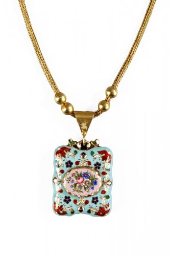 Vinaigrette in gold, enamel with a gold chain Early 19th century
