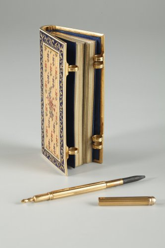 Objects of Vertu  - Dance card in gold and enamel Restauration period