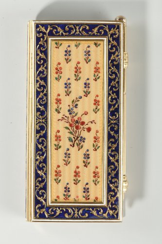 Dance card in gold and enamel Restauration period -