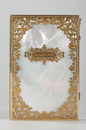 Objects of Vertu  - Charles X dance card in mother-of-pearl and gold, Restauration period