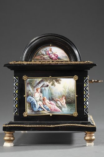 Antiquités - Enamel of Vienna coffer signed Klein. 19th century.