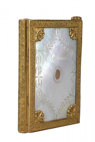 Charles X dance card in mother of pearl and bronze circa 1815-1830.