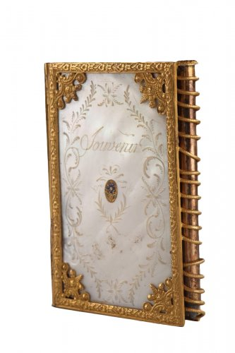 Charles X dance card in mother of pearl and bronze. Circa 1815-1830