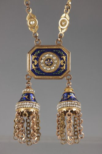 Chatelaine or necklace in gold, enamel and pearls -