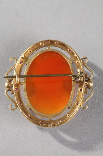 Gold Brooch with Agate Cameo and Pearls. 19th Century - Antique Jewellery Style Napoléon III