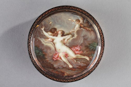 Antiquités - Ground Tortoiseshell Box with Gold and Erotic Miniature on Ivory