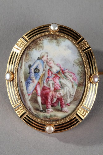 A Mid-19th century Gold-Enamelled Brooch with pearls. -