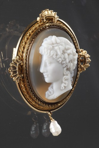 19th century - Gold Brooch with Pearl and Cameo on Agate
