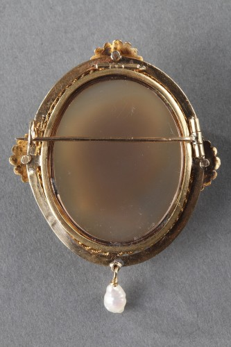 Gold Brooch with Pearl and Cameo on Agate - Napoléon III