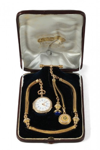 Exceptional Leroy & Fils Chatelaine – Palais Royal  mid-19th century.