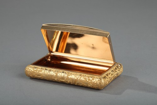 Objects of Vertu  - Gold snuff box early 19th century.  Signed Louis-François Tronquoy.