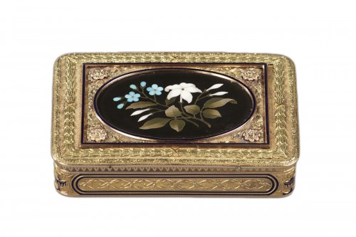 Gold Snuff Box with Pietra Dura Medallion