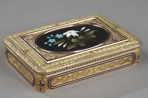 Gold Snuff Box with Pietra Dura Medallion - Objects of Vertu Style
