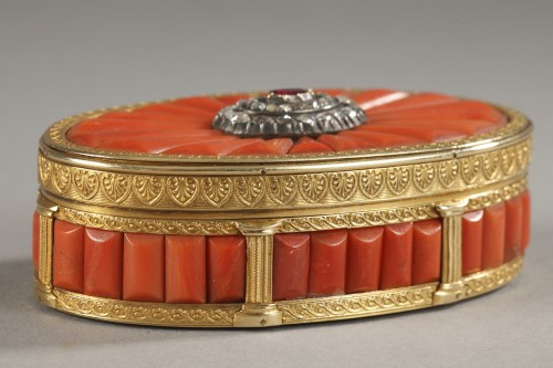 Gold Snuff Box With coral, diamonds, and precious stone. Late19th Century - Objects of Vertu Style