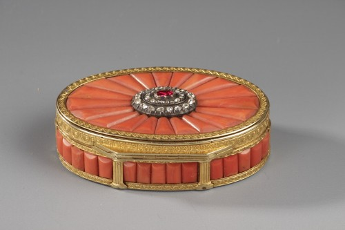 Objects of Vertu  - Gold Snuff Box With coral, diamonds, and precious stone