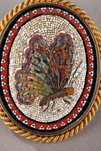 Antique Jewellery  - 19th Century Gold Brooch with Micromosaic.