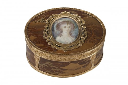 Gold snuff Box Lacquer with miniature on ivory