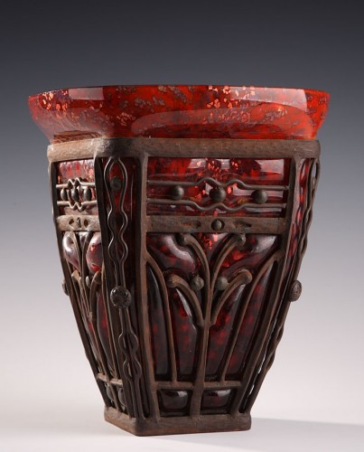 A large Daum AND MAJORELLE GLASS AND WROUGHT-IRON VASE. Art Deco Period