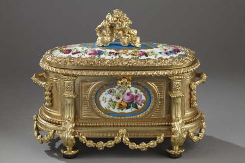 Louis XVI style Gilt bronze casket and porcelain plates. Circa 1850-1870 - Objects of Vertu Style Napoléon III