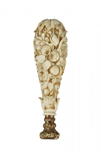 A Dieppe ivory desk seal with gold and agate Mid 19th century