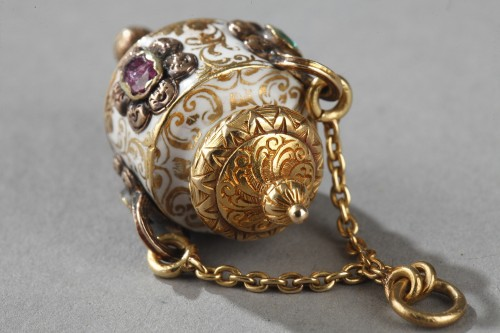 Objects of Vertu  - Early 19th century gold and enamel vinaigrette