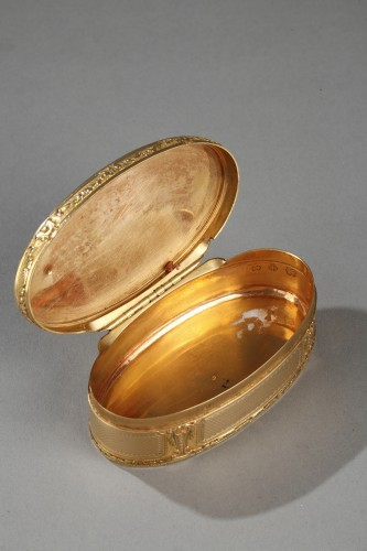 18th century - Gold snuff box Louis XVI period