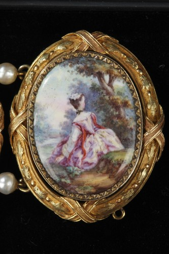 Antique Jewellery  - Gold and enamel bracelet