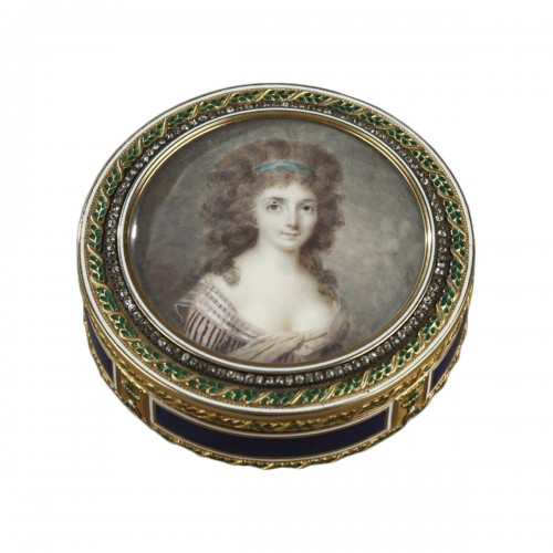Bonbonnière, or candy box, in enameled gold