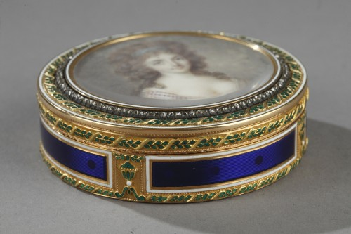 Bonbonnière, or candy box, in enameled gold - Objects of Vertu Style