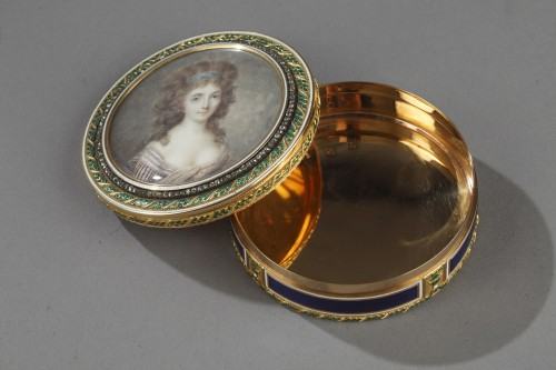 18th century - Bonbonnière, or candy box, in enameled gold