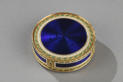 Bonbonnière, or candy box, in enameled gold -