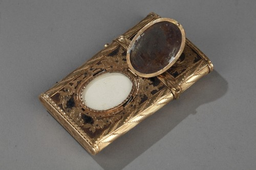 Antiquités - Gold, enamel and stell writing case with secret
