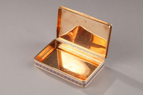 Rectangular enamelled gold box. -