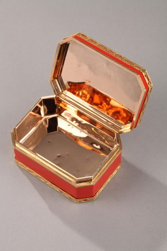 18th century - Louis XV Gold snuff box. Mid-18h century