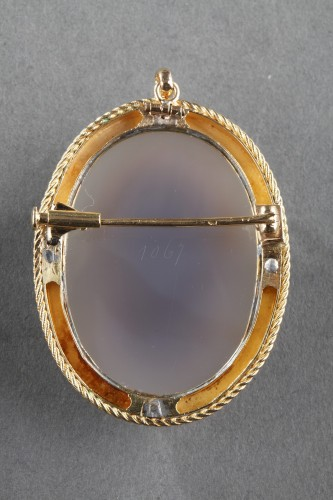 19th century - Mid-19th century Gold brooch with agate cameo