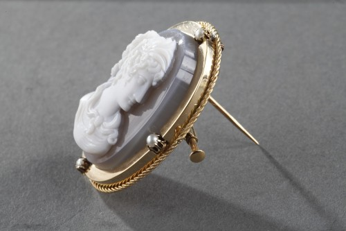 Antiquités - Mid-19th century Gold brooch with agate cameo