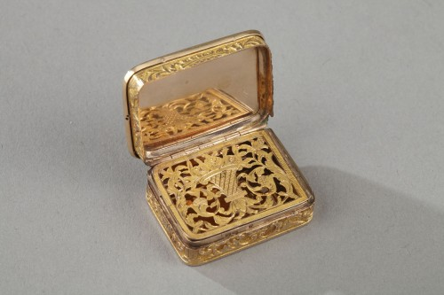 Rectangular, gold vinaigrette early 19th century -
