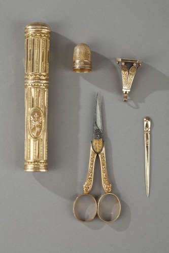 Objects of Vertu  - 18th century gold sewing set with wax case