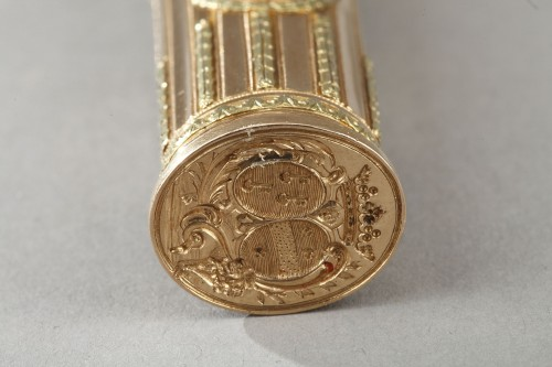 Antiquités - 18th century gold sewing set with wax case