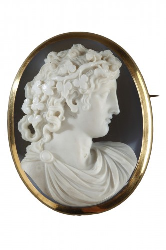 Cameo on agate gold mount 19th century