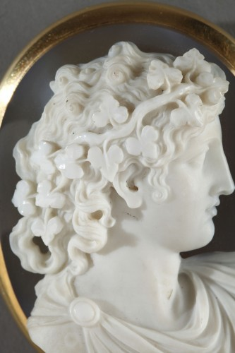 Antique Jewellery  - Cameo on agate gold mount 19th century