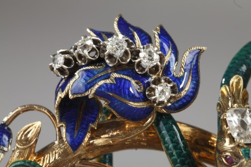 "Antiquités - Gold and enameled ""trembleuse"" brooch"