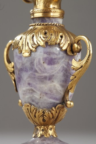 Objects of Vertu  - Gold and amethyst Perfum Flask Early19th century