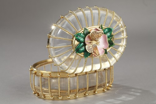 Antiquités - A rock crystal box with enamelled gold mounts