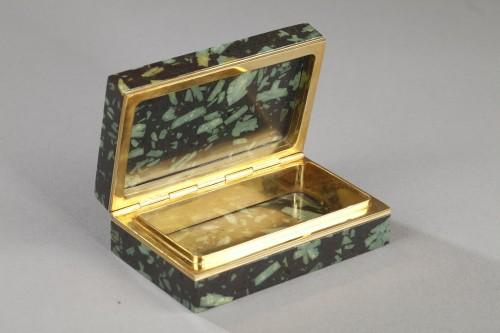 19th century - Gold and Porphyry box with micromosaic after Antonio de Angelis. Early 19th