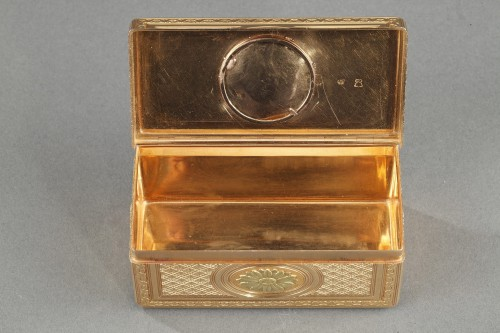 Antiquités - Louis XV gold snuffbox with ivory miniature Paris 1763