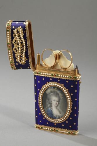 Antiquités - Gold and enamel writting case. Louis XVI